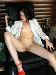 Nice brunette hottie flashes pussy..