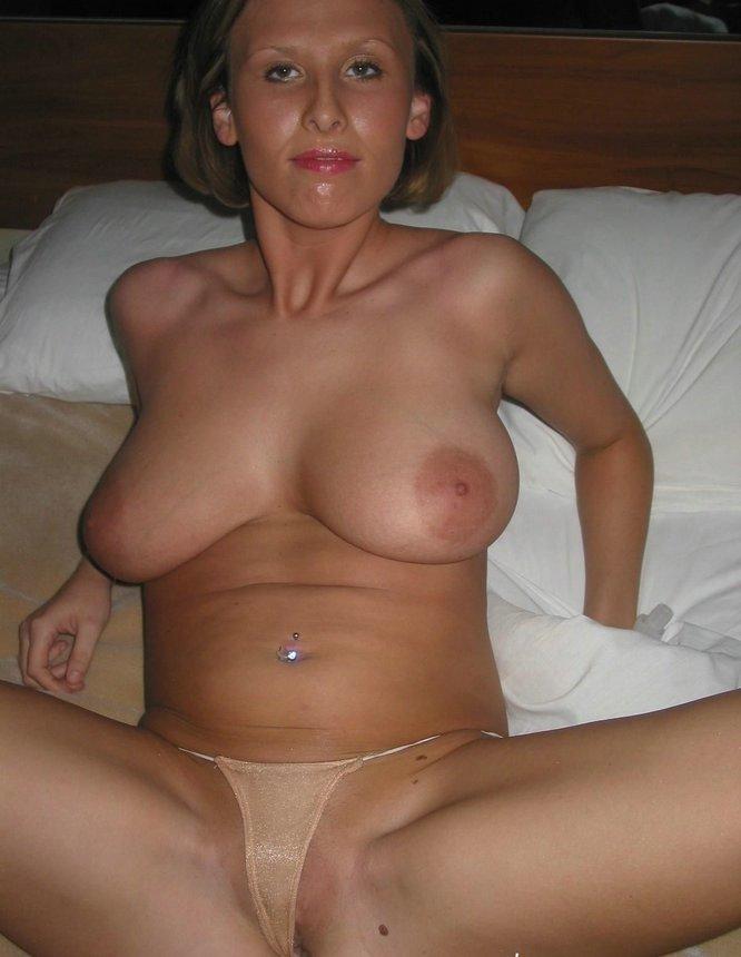 Curvy Busty Babe Homemade Pussy Masturbation -