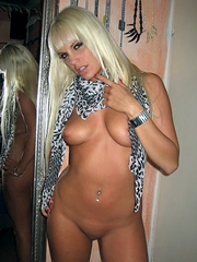 Hot GF shows her hot body on cam