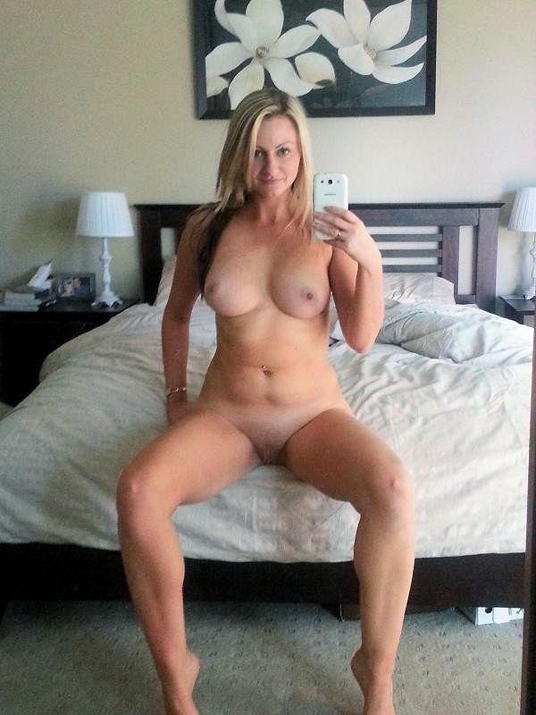 Nude chubby amateur mom handjob